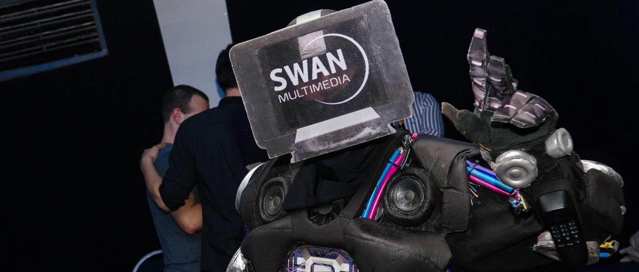 roboticka show swanformer